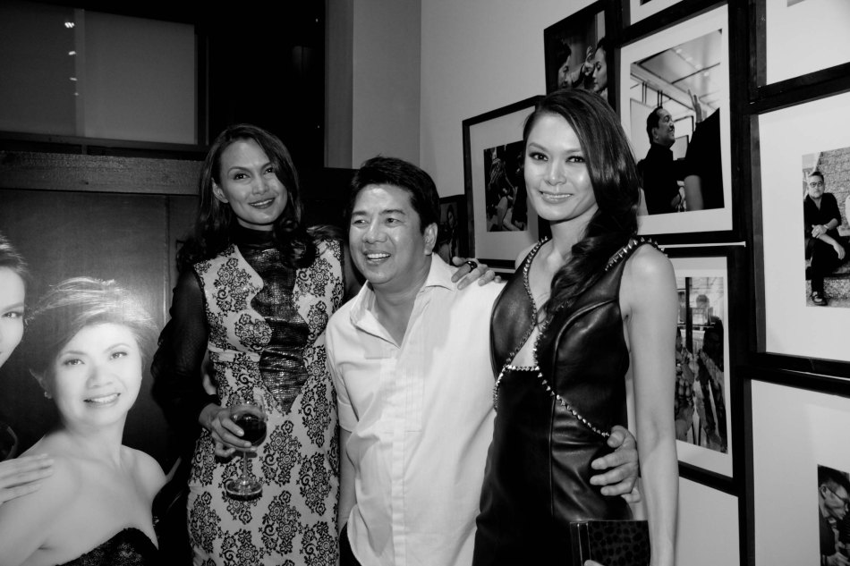 Wowowille's Willie Revillame is flanked by supermodels from left: Tweetie de Leon and Apples Aberin. Photo was taken during the FURNitalia Pelle Leather ball at the Bonifacio Global City showroom 30th cor Rizal Drive. Photo by Jude Bautista