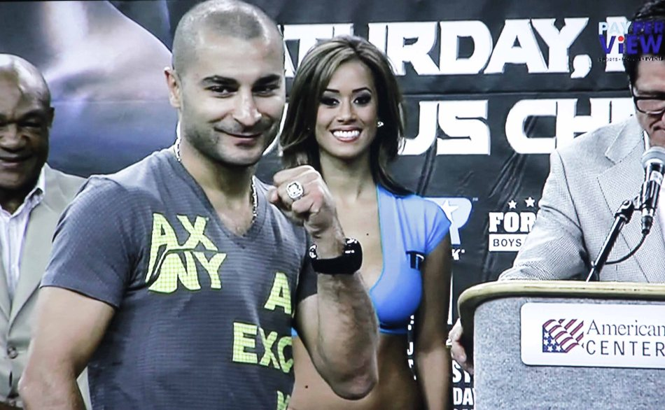 Vic Darchiniyan at the weigh ins.